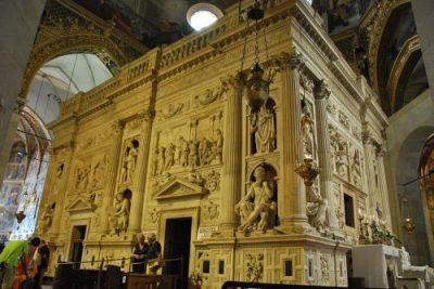 Santuario_della_Santa_Casa_in_Loreto-500x334