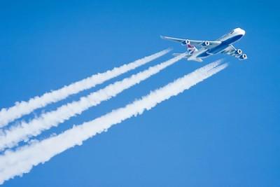 boing-747-estela-de-vapor-avion